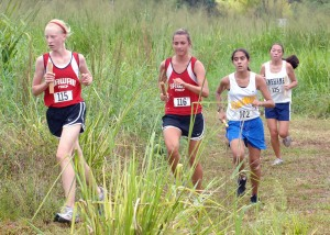 Hilo's Shalila de Bourmont makes her move on two HPA runners